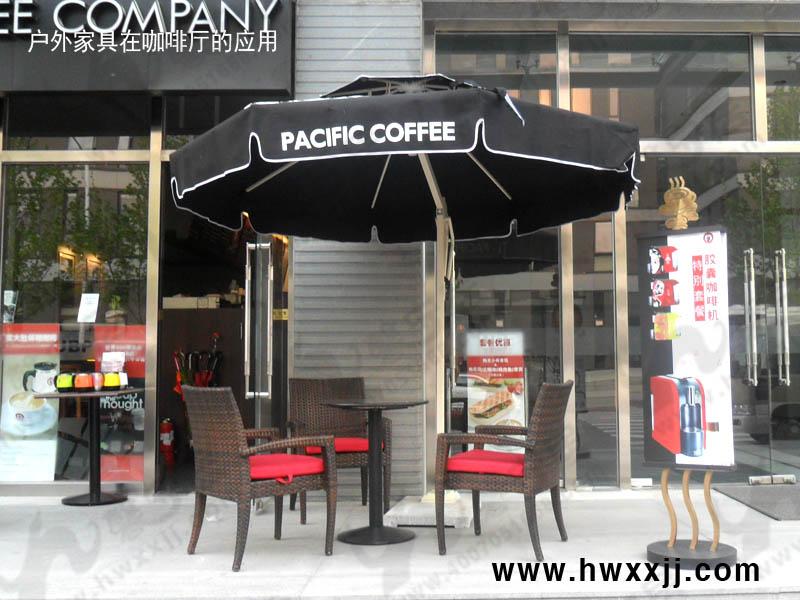 户外家具在太平洋咖啡厅