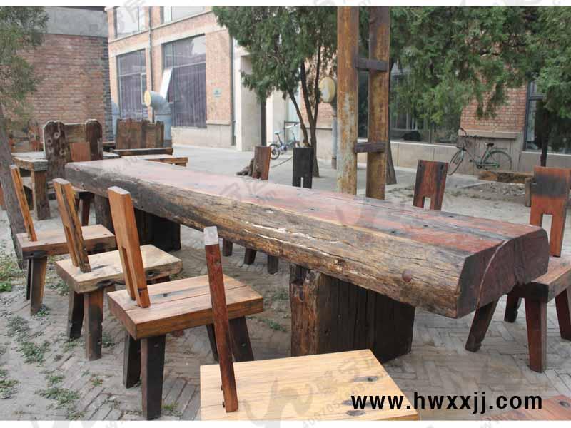 西餐厅的户外休闲桌椅图片